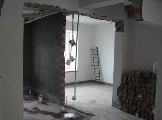 对于宜宾初次装修的业主来说,新房装修绝对是一个不小的考验,很多装修业主可能很迷茫,都会感到无从下手,那么宜宾新房如何装修?下面钟诚装饰小编为大家介绍宜宾新房装修流程,希望对大家有所帮助。  1.前期设计 主要是根据自己的生活习惯设计,并且对自己的房间进行一次详细的测量,大家不要犯懒,最好亲自测量一遍,测量的内容主要包括:明确装修过程涉及的面积。特别是贴砖面积、墙面漆面积、地板面积;明确主要墙面尺寸。特别是以后需要设计摆放家具的墙面尺寸。  2.